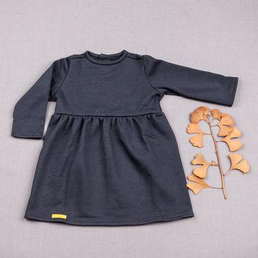 Šaty šedomodré riasené GOTS - zateplené